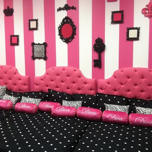 Luxetips Kids: Pink Pastry Parlor: A Little Luxe Diva Party Venue