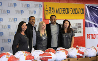 Luxetips! Happy Thanksgiving! Lincoln Motor Company Gives Back to Detroit Citizens