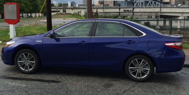 Luxetips Automobiles! 2015 Toyota Camry SE Hybrid: Miles and Miles Per Gallon