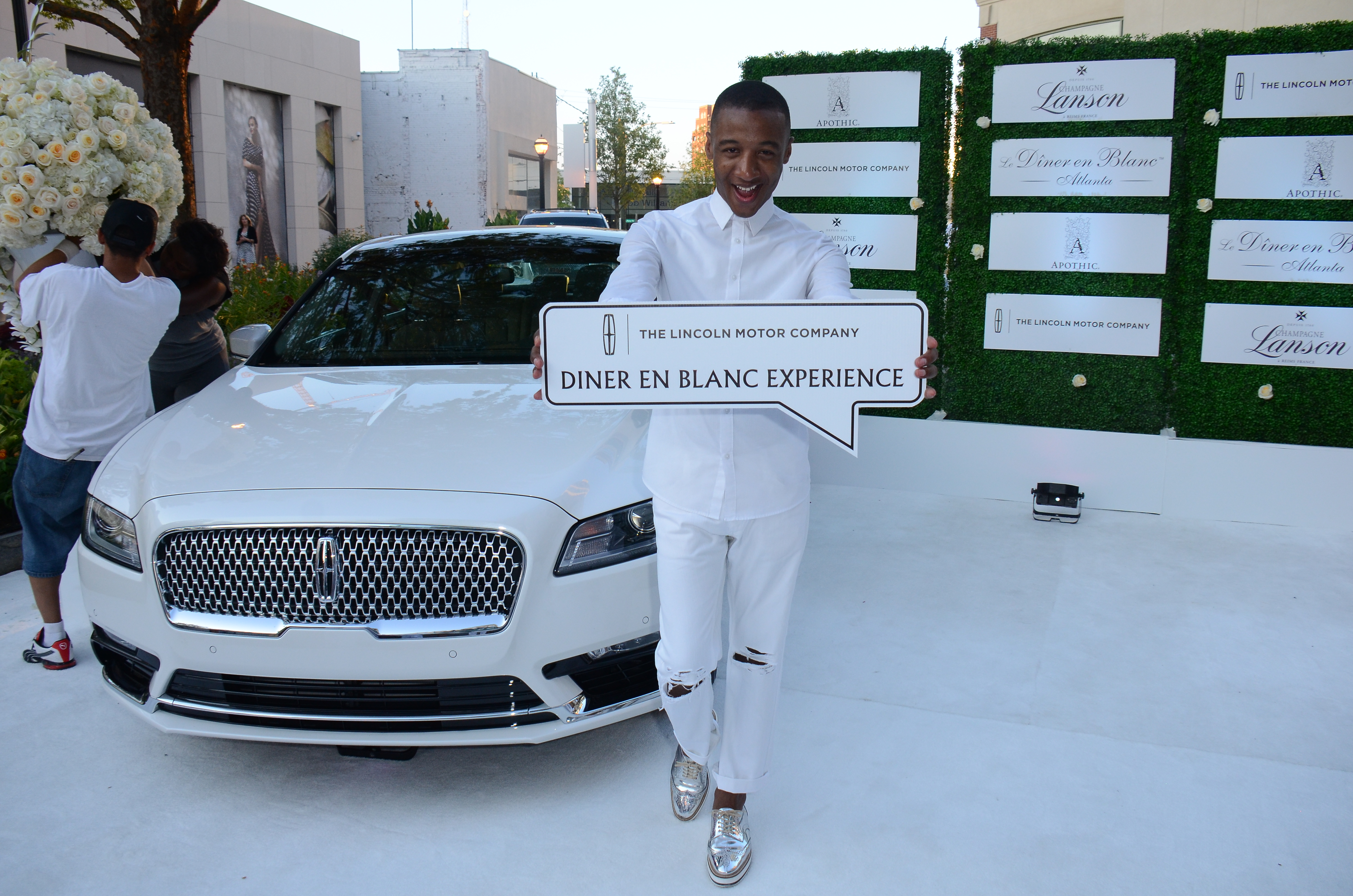 Luxetips Automobiles Lincoln Motor Company Sponsors Le